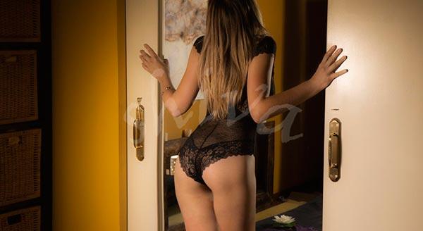 masaje-erotico-centro-barcelona-lenceria-desnudo-manos